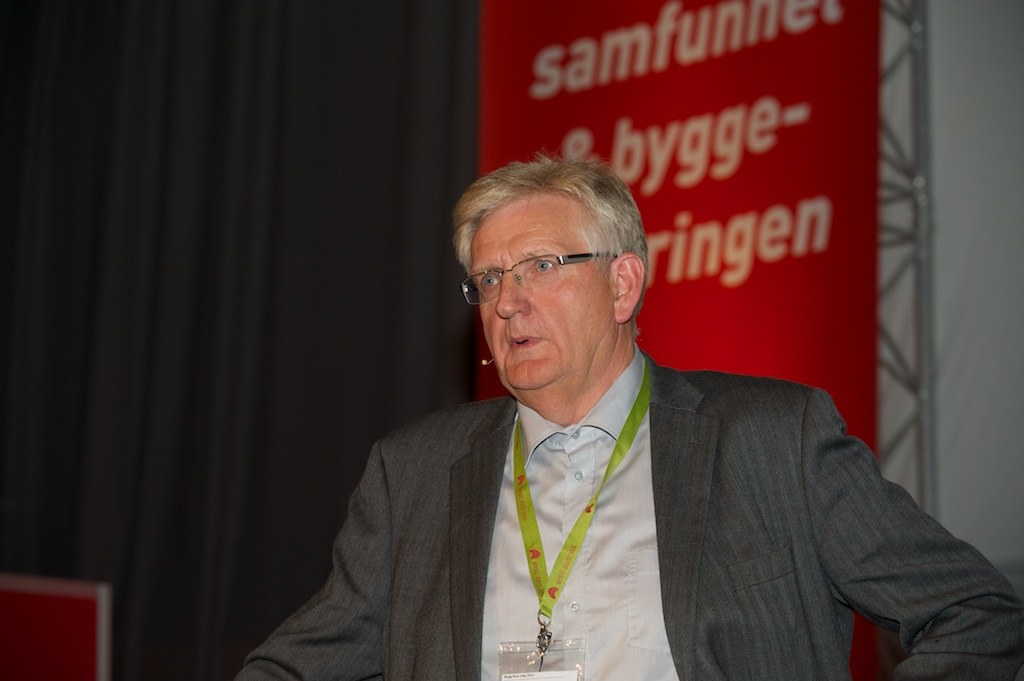 Byggmesterforbundet vil styrke organisasjonen, faget og medlemsbedriftene. Her snakker daglig leder Frank Ivar Andersen varmt for fagutdanningen av håndverkere på Bygg Reis Deg-messa  sist fredag.