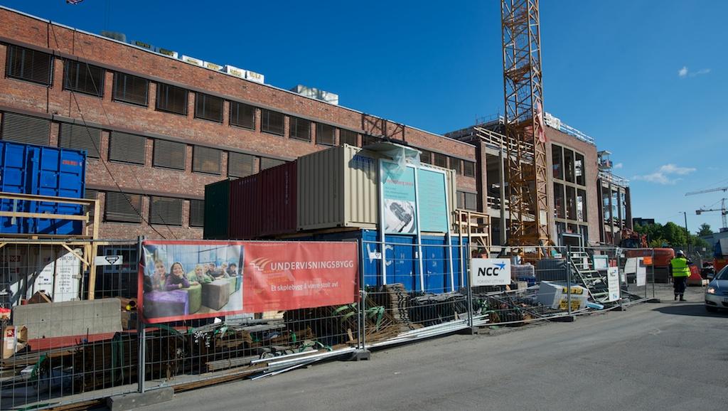Storentreprenørene velger i større grad innleie framfor fast ansettelse når de nå har behov for flere hender i et voksende marked. Det er uheldig for opplæringen av nye fagarbeidere, mener Oslo Bygningsarbeiderforening. (Illustrasjonsfoto)