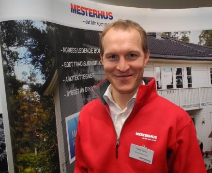 Eskild Larsen overtok som direktør for område bolig i Mestergruppen fra årsskiftet, og benyttet konferansen til å få hilst på de fleste.
