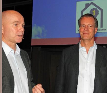 Sjefen over alle sjefer i Mestergruppen, eier og leder i eierselskapet Ferd, Johan H. Andresen fortalte om selskapets tanker og planer for Mestergruppen. Her (t.h.) i prat  med kjedeleder Raymond Myrland.