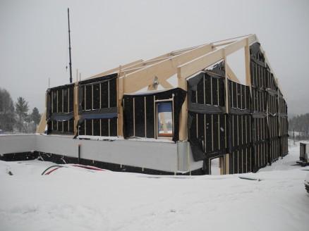 Elementene er bygd med vindsperre og lekter, klar til utvendig kledning.