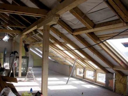 Før arbeidene ble satt i gang, var loftet mørkt og lite innbydende som oppholdsrom.
