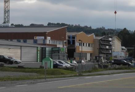Fasadene mot Riksvei 4 tar form.