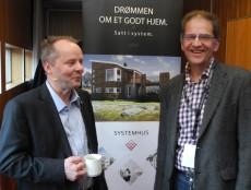 Systemhus-medlem og styreleder i Byggmesterforbundet, Kjell Skog (t.h.), i småprat med kjedeleder Trond Lie før han fikk æren av å ønske kongressen velkommen til Tromsø.