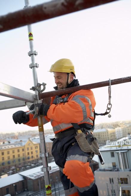 – At vi selv kan montere stillasene gir oss frihet, forteller daglig leder i KIAS, Asgeir Møst. (Foto: Ramirent)