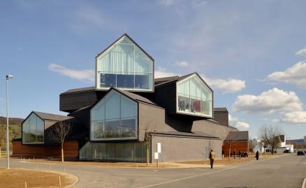 VitraHaus fra 2011 av arkitektene Herzog & de Meuron inspirerte til lignende bygg over hele verden. (Foto Wikipedia Commons).