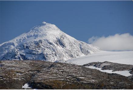 Utsikten mot toppen er uslåelig. (Foto: Hemnes Turistforening).