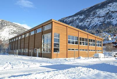 Bedriftens egne produksjonslokaler på 1 200 m2 ble ferdigstilt ifjor med egne elementer og ligger i Luster, Sogn og Fjordane. (Foto: Massiv Lust)