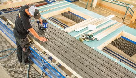 Stadig mer trelast leveres sertifisert etter standardene PEFC og FSC.(Foto: Optimera)