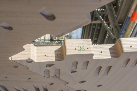 Trehallens skall består av 243 unike deler. Hver del føyes til andre med individuelle, utfreste fordypninger for innfesting av forbindere. (Foto: Universität Stuttgart, Itke)