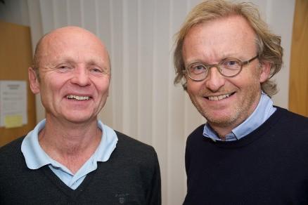Yrkeshygieniker Geir Matthiasen og bedriftslege Kjell Aage Sørensen oppfordrer til å bruke maske og avsug i støvete omgivelser, men sier samtidig at de fleste heldigvis tåler en del støv, selv om det varierer fra person til person. (Foto: Dag Solberg)