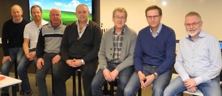 Hele styret på ett bord: (f.v.) Rune Kristiansen, Per Olav Nordeng, Tore Listøl, Nils K. Berg, Geir Olsen, Torger Gurandsrud og Jon Grette.