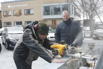 Så lenge språket og holdningene er gode, vil Johansen ha folk inn i bedriften. (Foto: SnekkerBjørn)