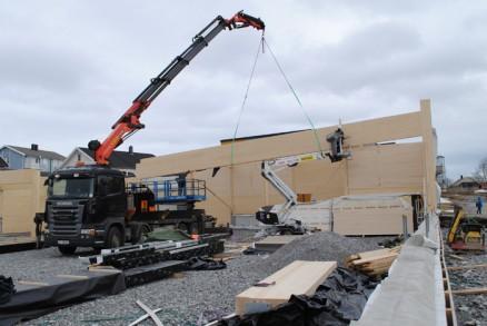Limtrekonstruksjonene har et spenn på 19 meter og bidrar til et butikklokale uten søyler og bjelker. (Foto: Bygg og vedlikehold Bodø AS)