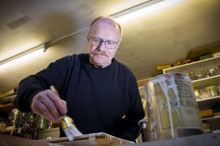 Kunnskapen om bruk av tradisjonelle malinger i ferd med å gå tapt, mener Jon Brænne. (Foto: Rolf Magnus W. Sæther, Newswire)