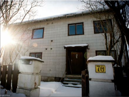 Huset fra 1949 ble bygget av en byggmester. Hans familie bor i dag i nabohuset og ble rørt over at rehabiliteringen også tok vare på mange originale detaljer.