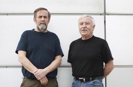 Jubilantene Nils Sørvåg (venstre) og Bjørn Braa har ikke planlagt noen særlig markering. En god arbeidsdag blir feiring nok. – Det er mange som synes at det er imponerende, og det må vi bare ta med oss, mener Braa. (Foto: Christopher Kunøe)