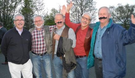 Flere levde opp til den trønderske overbevisningen «ingen fæst uten skinnvæst». Noen var også pyntet i ansiktet for anledningen: Ulf Larsen, Jon Grette, Rune Kristiansen, redaktøren og Helge Frøiland.
