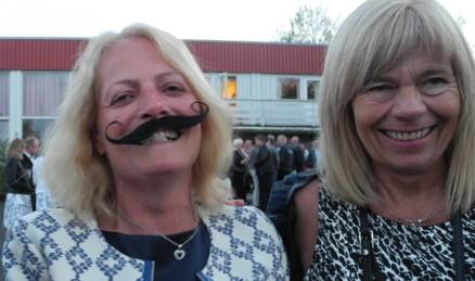 Snurrebart kler alle! Ikke sant Kari-Mette Kristiansen og Lisbeth Frøiland?