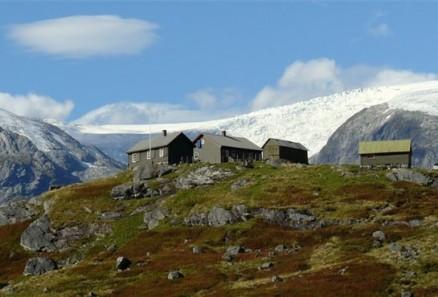 Stølen ligger under Jostedalsbreen, med storslagen utsikt til spektakulær natur.(Illustrasjon: DNT)