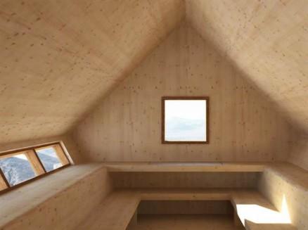 Hytta blir 4,5 ganger 9 meter og er et enkelt rom med sittebenker. Opptil 21 personer får plass i nødhytta, som holder godt på varmen - som må genereres av medbragte apparater eller kroppsvarme.