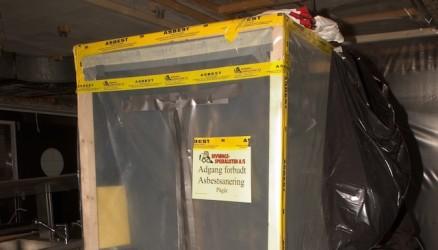 Strenge sikkerhetstiltak må oppfylles ved arbeid med asbestsanering, som etablering av soner med undertrykk for å hindre spredning av asbeststøv. (Illustrasjonsfoto)