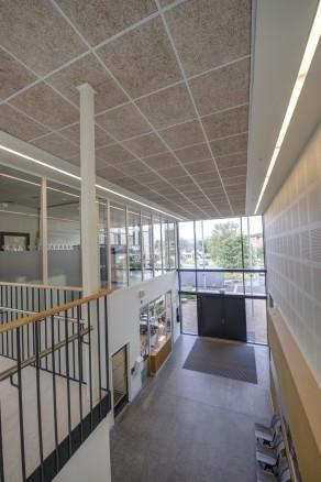 – Vi har jobbet mye med å skape siktlinjer på tvers i bygget med hensyn til både lysinnslipp og orientering i bygget, forteller arkitekt Jeanette Bu Vindenes.