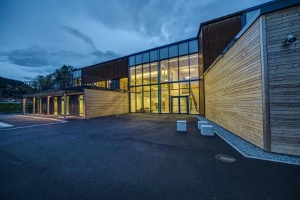Den utvendige fasaden er kledd med varmebehandlet gran fra Moelven Wood Prosjekt.