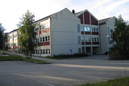 Dagens skole skiftes ut. (Foto: Hadsel VGS)