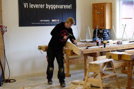 Viktor Johansson fra Vestby videregående skole tok en tredjeplass i årets fylkeskonkurranse i tømrerfaget.