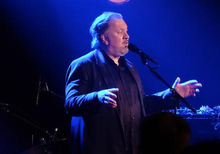 Bjørn Eidsvåg og hans band innledet festkvelden med stil og dametekke.