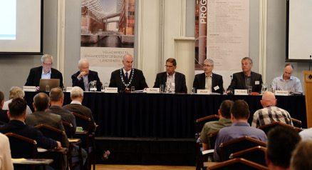 Landsmøtet og styre behandler sakene i årsberetningen 2015.