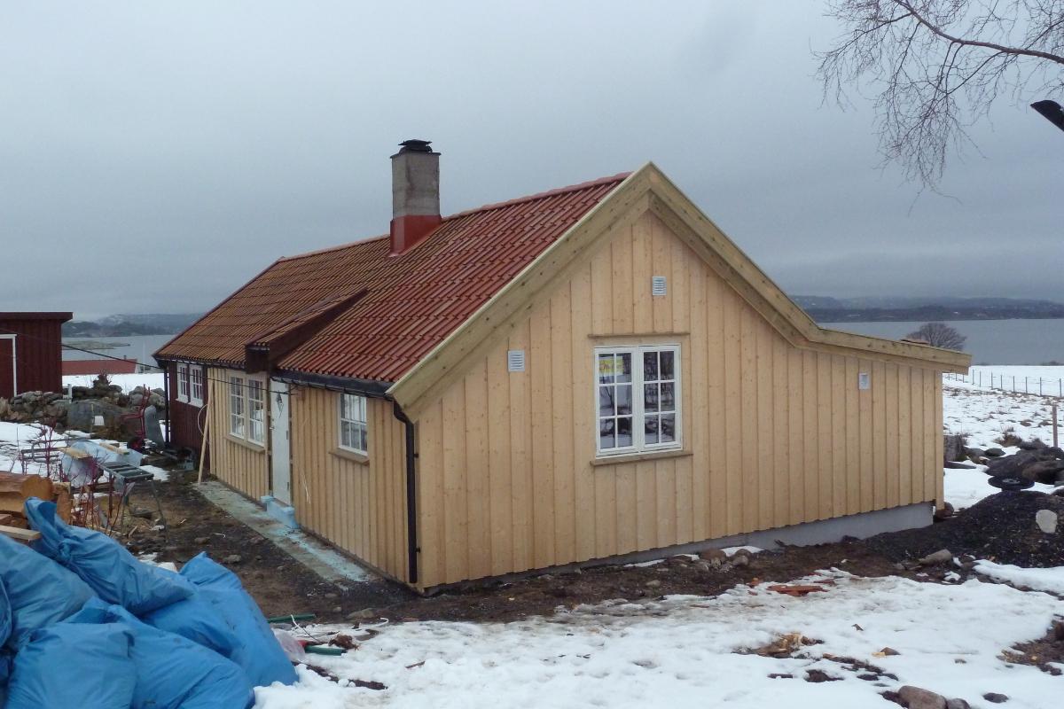 Dette huset fra midten på 1800-tallet, er rehabilitert og utvidet med tilbygg hvor det skal bli bad og kjøkken. Det brukes i dag som hytte, forteller Ole Gundersen.