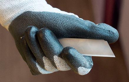 De nye kuttresistente hanskene fra Würth Norge gir god sikring samtidig som de er behagelige å arbeide med, forteller produktsjef Morten Stenseth. (Foto: Würth Norge)
