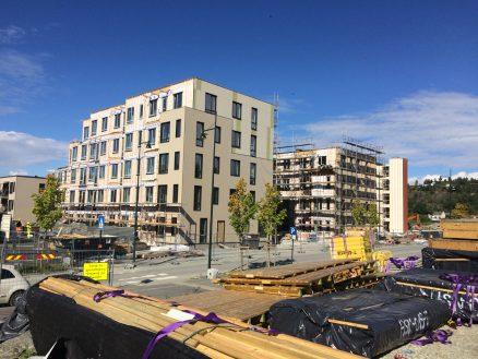 Fasaden til hus M og N kommer på plass. (Foto: Trh utvikling)