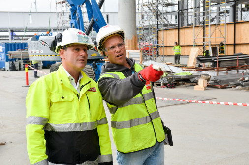 Avhengig av bruk og miljø anbefales det å bytte ut vernehjelmen 2 til 5 år etter produksjonsdato. (Foto: Tools)