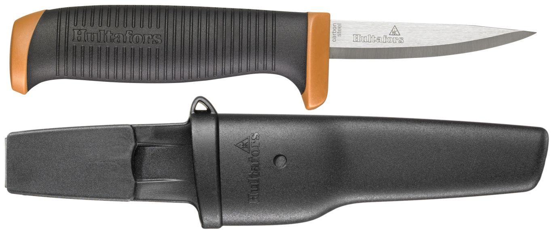 Presisjonskniven PK GH er en håndverkskniv med friksjonsgrep som passer til arbeid som krever presisjon, slik som gradering av plastrør, utskjæring eller steder med begrenset tilgang. Unik funksjon for å feste hylsteret rundt knappen på arbeidsklærne gjør at den ikke løsner, samtidig som den er enkel å fjerne. Knivbladet er produsert i japansk knivstål, 2,0 mm karbonstål som herdes til 58 - 60 HCR. (Foto: Hultafors)
