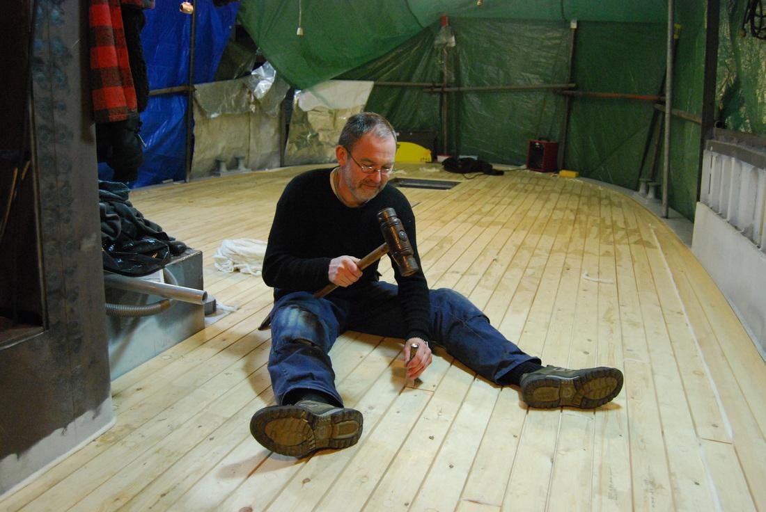 Ove Losnegård er utdanna trebåtbyggjar og har i 30 år arbeidd med restaurering av hus og båtar, mest kystens bygningar. Han byggjer også nye grindehus, Han har hatt tillitsverv i Fartøyvernforeininga og Fortidsminneforeininga, og arbeider for å utvikle eit bygningsvernsenter på kysten av Sogn og Fjordane.