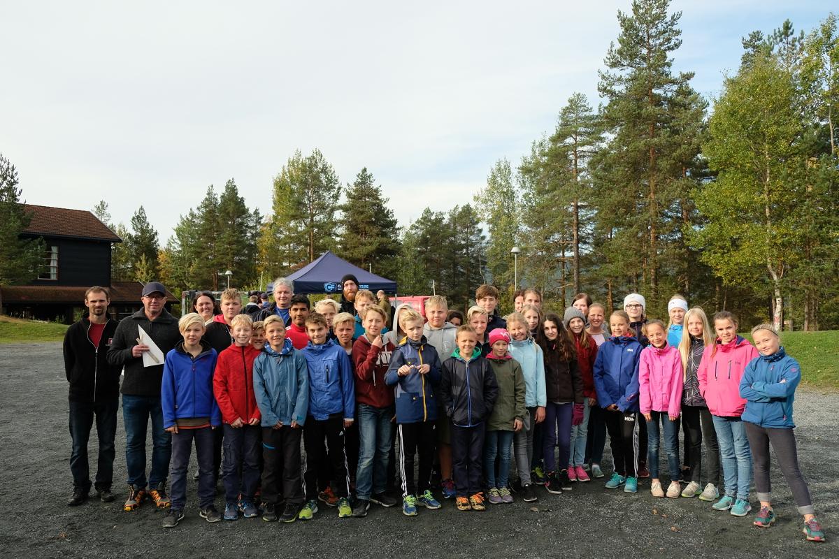 Elever, lærere og daglig leder Steinar Myhre ved Carlsen Fritzøe Kongsberg hadde en ekstra bra dag på Madsebakken skole.
