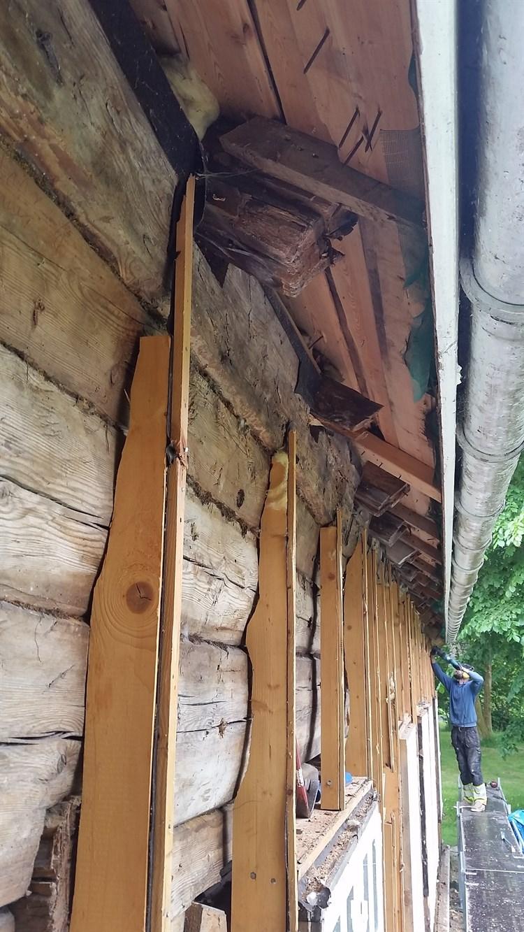 Veggen heller ut i overkant. Stenderverket går mot null. (Foto: Ove Losnegård)