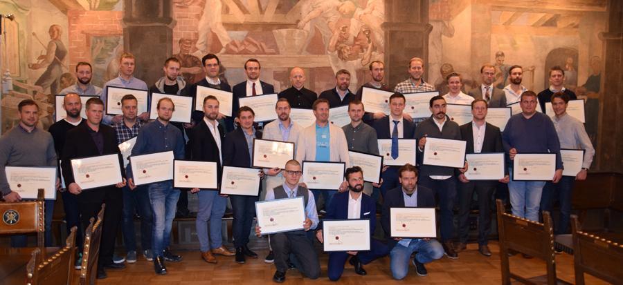 (Klikk og se større bilde) Alle de 31 som fikk mesterbrevet i Oslo tirsdag.