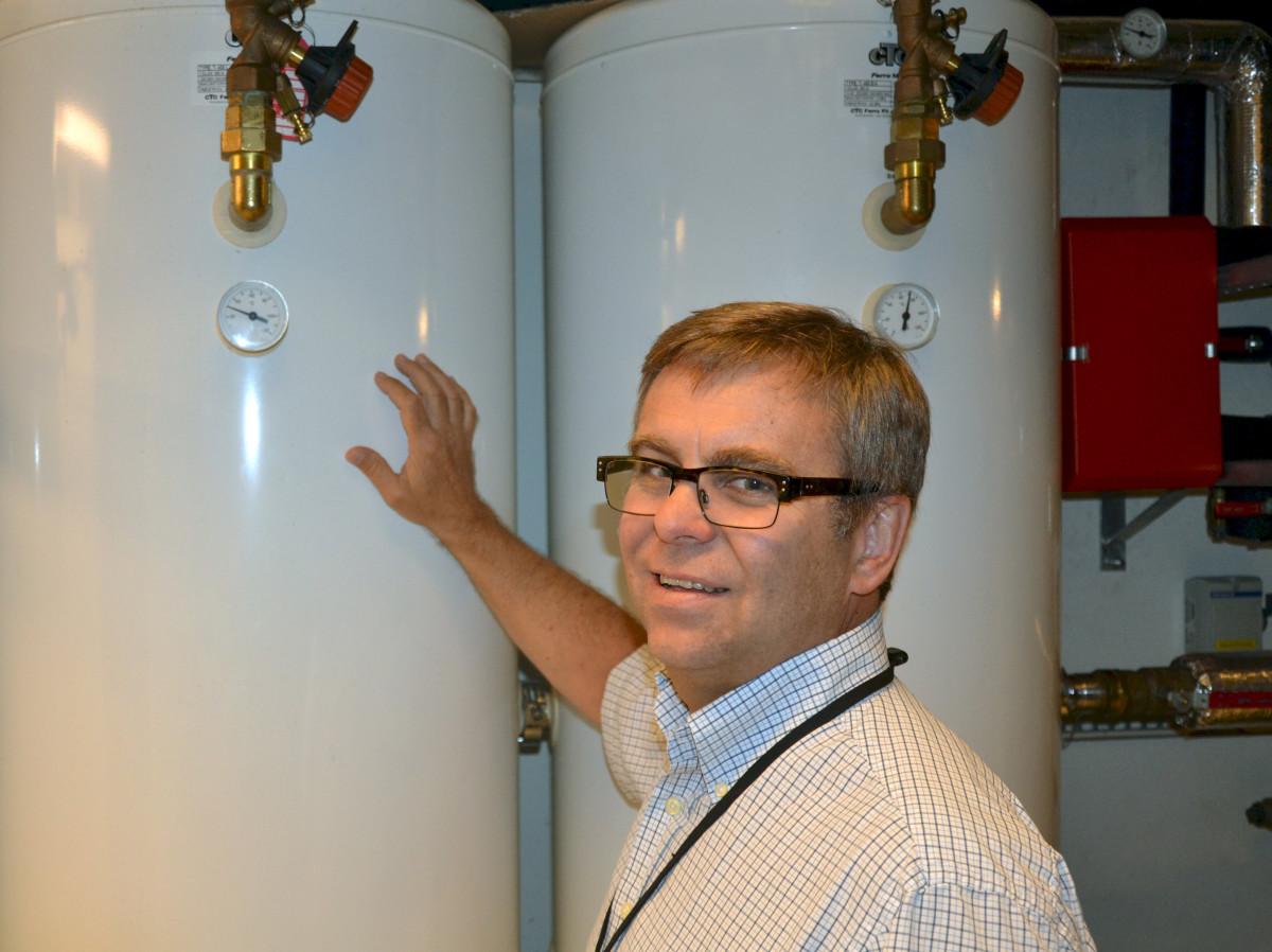 Fagsjef Espen Aronsen hos GK mener rådgivere og byggherrer bør tørre å ta i bruk moderne metoder for å ventilere og klimaregulere yrkesbygg. (Foto: GK)